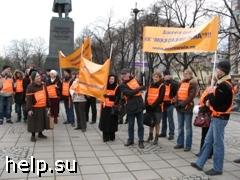 """Дольщики ЖК """"Московские окна"""" провели пикет возле памятника Гоголю"""