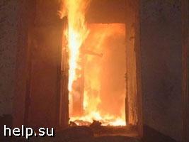 Из-за пожара в Екатеринбурге из дома эвакуировали более 50 человек